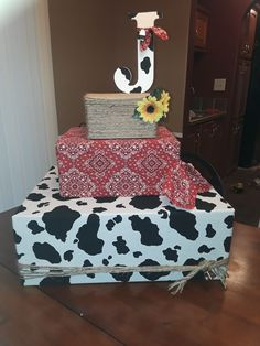 Baby Shower Ides For Boys Farm Birthday Ideas Cowboy First Birthday, Cow Birthday, Cowgirl Birthday, Boy Birthday Parties, Birthday Ideas, Cupcake Birthday, Cowboy Theme Party, Farm Themed Party, Barnyard Party