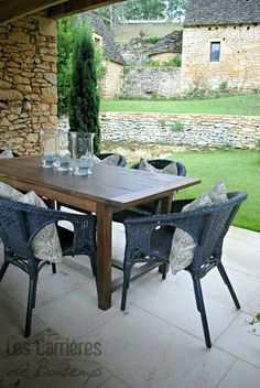 Dordogna  near Sarlat and the caves of Lascaux! beautiful house with stunning surroundings and... our Saint Germain stone in Duras Finish #french #stoneflooring #anticstone #design  #anticlimestone #castle #frenchcountryside