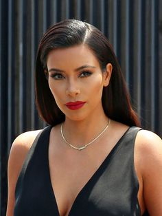 Kim Kardashian's Red Lipstick -- Sexy Look For Running Errands! (Obvs)