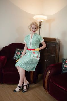 Vintage 1940s Dress - Charming Green and White Gingham Summer Cotton 40s Day Dress with Accent Pockets by FabGabs on Etsy https://www.etsy.com/listing/266693385/vintage-1940s-dress-charming-green-and