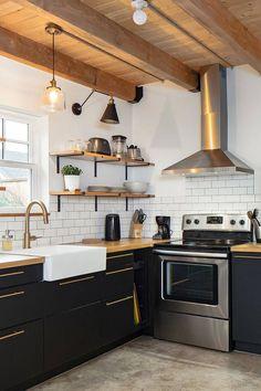 Black Kitchen Cabinets, Black Kitchens, Kitchen Cabinet Design, Kitchen Redo, Home Decor Kitchen, Rustic Kitchen, Interior Design Kitchen, New Kitchen, Home Kitchens