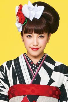 Japanese Beauty, Asian Beauty, Japanese Hairstyles, Traditional Fashion, Japanese Outfits, Japanese Kimono, Geisha, Wedding Hairstyles, Patterns
