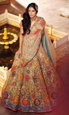 Unique Bridal Lehenga designs that is every Bride's pick in Indian Bridal Outfits, Indian Bridal Lehenga, Pakistani Wedding Dresses, Indian Dresses, Wedding Outfits, Mehndi Outfit, Mehndi Dress, Lehenga Choli Designs, Designer Bridal Lehenga