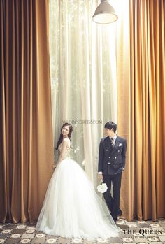 classic wedding photo by the queen by rari