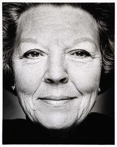 Portret van Beatrix, koningin der Nederlanden - geboren te Soestdijk, 1938, Stephan Vanfleteren, 1999 - 2000.
