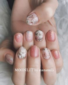 Heat Up Your Life with Some Stunning Summer Nail Art Minimalist Nails, Hot Nails, Hair And Nails, Nail Manicure, Nail Polish, Floral Nail Art, Pastel Nails, Flower Nails, Nail Arts