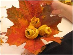 If I was having a fall wedding....I would be working at doing this. These are roses made from fall leaves!