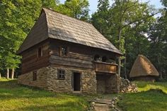 Târgul de case traditionale din lemn - Muzeul Satului Sibiu / Targuri in Sibiu Rest House, House On The Rock, Tiny House Cabin, Cabin Homes, Cabana, Moomin House, Stone Cabin, Medieval Houses, Small Cottages