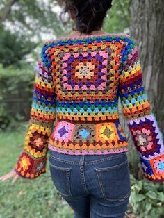 Granny Square Häkelanleitung, Granny Square Sweater, Granny Square Crochet Pattern, Crochet Granny, Crochet Patterns, Gilet Crochet, Crochet Jumper, Crochet Jacket, Crochet Shawl