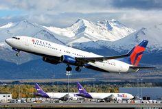 Delta Air Lines Boeing 737-832 N3769L departing Anchorage-Ted Stevens International, September 2015. (Photo: Bastian Ding)