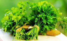 How to Prepare Parsley Tea to Improve Your Health and to Get Awesome Glowing Skin? Parsley Tea for Shine Skin–The Skin Health is Sign of Our General Health! Parsley Tea, Anti Inflammatory Herbs, Cancer Fighting Foods, Body Detox, Greens Recipe, Spice Things Up, Smoothie Recipes, Pesto, Herbs