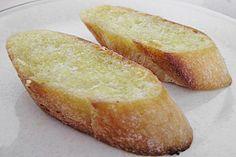 Knoblauchbrot in der Pfanne gebacken: Olivenöl, Baguette, Knoblauch