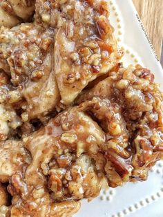 Overnight caramel pecan cinnamon rolls are so easy to make! Uses frozen bread dough and you prepare it the night before. Caramel Pecan Cinnamon Rolls Recipe, Overnight Cinnamon Rolls, Caramel Rolls, Pecan Rolls, Cinnamon Roll Bread, Cinnamon Twists, Cinnamon Pecans, Pecan Desserts, Pecan Recipes