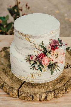 simple wedding cake for spring and summer wedidng wedding cake rustic 20 Simple Wedding Cakes for Spring/Summer 2020 Floral Wedding Cakes, Wedding Cake Rustic, Wedding Cakes With Flowers, Beautiful Wedding Cakes, Wedding Cupcakes, Cake With Flowers, Wedding Cake Simple, Rustic Birthday Cake, Sweet Table Wedding