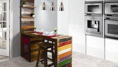 Bancada para Cozinha em Madeira de Demolição Colorida, Banqueta, Painel, Armário e Aparador
