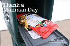 Thank a Mailman Postcard {free printable} Show your mail carrier just how much you appreciate them with this adorable gift idea.We always remember our mailman for christmas :) Holiday Fun, Holiday Gifts, Christmas Holidays, Christmas Crafts, Christmas Ideas, Holiday Ideas, Merry Christmas, Christmas Stuff, Christmas Presents