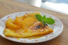 """Crêpe Suzette - французский десерт. Это тонкие Блины в карамельном соусе из апельсинового сока и апельсинового ликера. """"Mmmmmm c'est si bon…."""" Cantaloupe, Fruit, Food, Eten, Meals, Diet"""