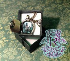Collana piccola porta con vista su Hogwarts on Etsy, €10,00