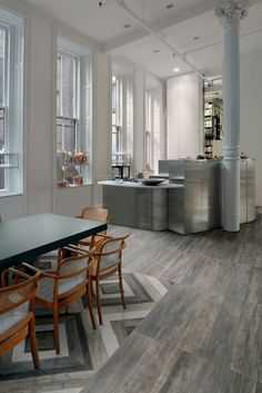 Vibe is a porcelain tile that perfectly imitates wood. It gives the space a natural look of daily life.