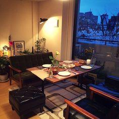 男性で、2LDKのカフェインテリア/カフェ/部屋全体/北欧/カリモク60 ロビーチェア/カリモク60 Kチェア…などについてのインテリア実例を紹介。「窓の外から桜が望めるのですが、それをいいことに毎週末ホームパーティーっぽいをことをやってたら料理のネタがつきました。今年はもっと料理頑張ろうと誓ったのでした。」(この写真は 2015-04-09 09:11:12 に共有されました)