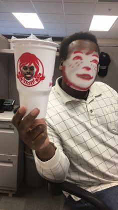 Face swap with Wendy's cup turned out better than expected. - Real Funny has the best funny pictures and videos in the Universe! Funny Pictures Tumblr, Funny Pictures With Captions, Tumblr Funny, Best Funny Pictures, Funny Pics, Funny Sayings, Funny Humor, Hilarious, Anti Memes