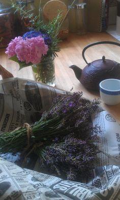 Preparing lavender tea