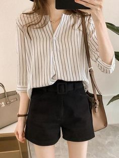 Minimalist fashion office street styles ideas for 2020 Korean Girl Fashion, Korean Fashion Trends, Korean Street Fashion, Ulzzang Fashion, Look Fashion, Korean Casual Outfits, Cute Casual Outfits, Pretty Outfits, Stylish Outfits