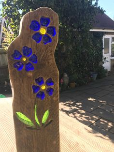 Forget me not garden sculptures image 0 Stained Glass Projects, Stained Glass Patterns, Stained Glass Art, Mosaic Glass, Sculpture Images, Wood Sculpture, Garden Sculpture, Abstract Sculpture, Bronze Sculpture