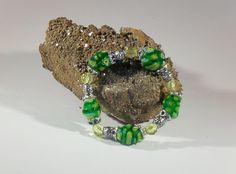 Verspieltes Millefiori-Armband, handgefertigtes Einzelstück, Länge ca. 18 mm, Millefiori-Perlen und facettierte Glas-Perlen, Elastikband