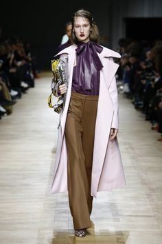 Rochas Fall 2018 Ready-to-Wear Fashion Show Collection