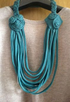 Tshirt to Necklace - step by step Photo tutorial - Bildanleitung Scarf Jewelry, Textile Jewelry, Fabric Jewelry, Leather Jewelry, Rope Necklace, Beaded Necklace, Jewelry Crafts, Handmade Jewelry, Aluminum Crafts