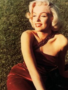 Picture This: MARILYN IN FASHION BY CHRISTOPHER NICKENS AND GEORGE ZENO