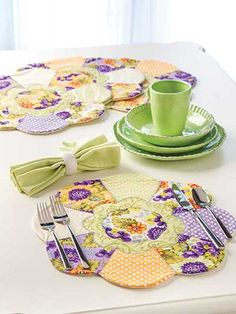Sunflower Place Mats Sewing Pattern. Would / could do Star of David in Hexagon for Sabbath table.