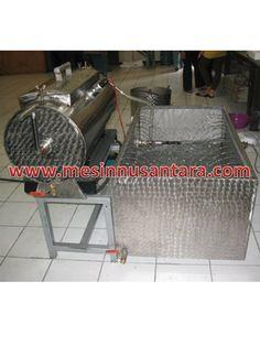 Mesin Vacuum Frying 3,5 Kg   Mesin Keripik Buah adalah mesin yang digunakan untuk membuat keripik buah, dengan kapasitas kecil ini sangat cocok bagi anda yang ingin membuka usaha keripik buah. Spesifikasi :  Tipe               : PV – 3,5 Kapasitas      : 3,5 Kg Bahan           : Stainless steel Dimensi         : 122 x 125 x 124 cm Power           : 1000 W Daya             : 220 V Pembakaran : LPG Minyak          : 35 L