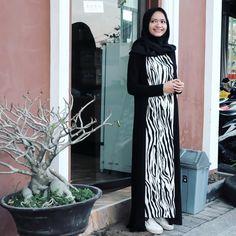 Stripe maxi dress and black long cardigan hijab casual school college look