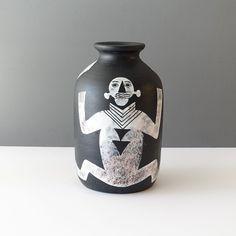 Yuson Philippines Figurative Matte Black Vase - Ray New York Slab Pottery, Pottery Vase, Ceramic Pottery, Ceramic Decor, Ceramic Bowls, Ceramic Art, Sculpture Clay, Ceramic Sculptures, Handmade Pottery