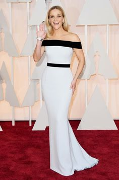 Reese Witherspoon in a Tom ford dress at the Oscar's 2015