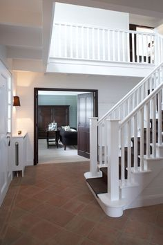 Realisations | Mi Casa - Etage complet | Blauw huis, Izegem | Mi Casa Stair Banister, Banisters, Entry Stairs, Interior Architecture, Interior Design, Florida Home, Modern Classic, Cladding, Beach House