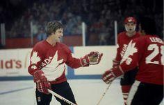 Bobby Orr with Team Canada 1976 Bruins Hockey, Hockey Goalie, Hockey Teams, Ice Hockey, Hockey Stuff, Canada Cup, Hockey Boards, Bobby Orr, Vancouver Canucks