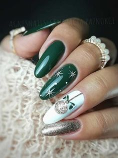 Beautiful green Christmas nails with white snowflakes and glitter design! Here are the best Christmas acrylic nails designs, cute Christmas nails and red Christmas nails 2018 that We've Cherry Picked, to act as an inspiration for you! Christmas Nails 2019, Christmas Gel Nails, Christmas Nail Art Designs, Holiday Nails, Christmas Design, Christmas Glitter, Winter Nail Designs, Xmas Nail Art, Winter Nail Art