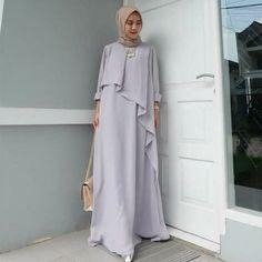 Style Hijab Casual Kondangan 36 New Ideas Street Hijab Fashion, Abaya Fashion, Modest Fashion, Fashion Dresses, Modest Dresses, Modest Outfits, Modest Wear, Muslim Long Dress, Moslem Fashion
