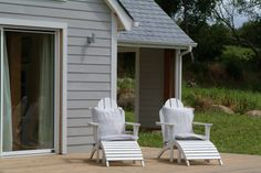 painted weatherboard Dulux Exterior Colours, Weatherboard Exterior, Beach Shack, Home Reno, Reno Ideas, New Builds, Paint Ideas, House Painting, Country Style