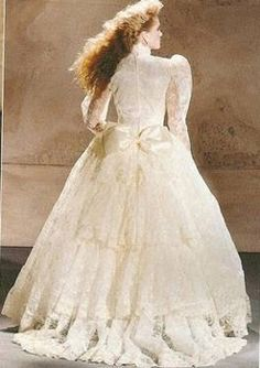 My Wedding Dress, Jessica McClintock, ivory, lace, (but in white)