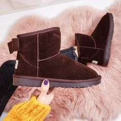 cizme maro scurte cu funda pret cizme maro cu funda ieftine Cauta acum Haine online ieftine si de firma din magazinele online de haine! Ugg Boots, Uggs, Casual, Shoes, Fashion, Moda, Zapatos, Shoes Outlet, Fashion Styles