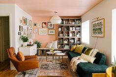 Living room with pink wall and pink ceiling and cozy reading nook. Shop the home on The Nordroom Tiny Living Rooms, Home Living Room, Living Room Decor, Living Spaces, Small Living, Peach Living Rooms, Modern Living, Pink Ceiling, Pink Walls