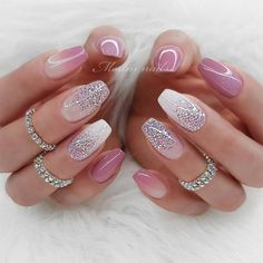 30 Cute Summer Nails Designs Winter Nail Color With Glitter The best Fashionable Nails manicure ideas to inspire your next Hearst Fashion and Luxury Collection Picture Credit Cute Summer Nail Designs, Cute Summer Nails, Pretty Nail Designs, Pretty Nail Art, Simple Nail Designs, Best Nail Art Designs, Sparkle Nails, Gold Nails, Gold Glitter