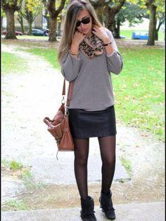 virginiamoon Outfit   Otoño 2012. Combinar Jersey Marrón Camel old, Vestido Negro Primark, Botines Negros Zara, Cómo vestirse y combinar según virginiamoon el 25-10-2012