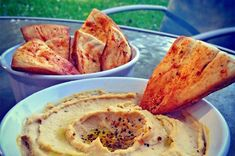 10 sunne potetgull | EXTRA Hummus, Delish, Healthy Lifestyle, French Toast, Spicy, Food And Drink, Snacks, Breakfast, Ethnic Recipes