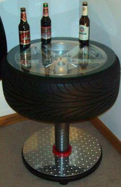 tafel gemaakt van een oude autoband