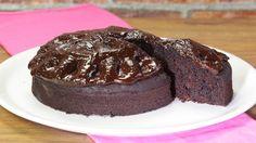 Ricetta Crazy cake: La crazy cake, un dolce facile da fare anzi facilissimo! Mescola tutto nella tortiera ed il gioco è fatto! Prova anche tu questa magia e facci sapere.